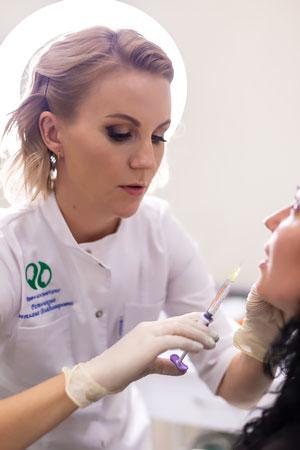 Увеличение губ гиалуроновой кислотой в клинике косметологии Code Beauty Medicine